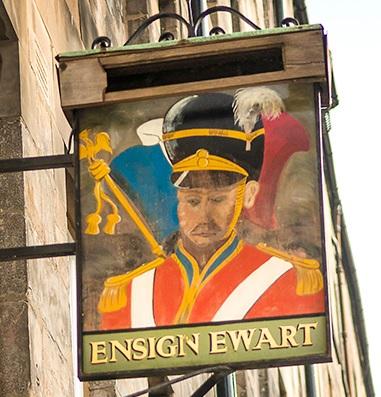Cartel del pub Ensign Ewart en Edimburgo, representando al soldado del mismo nombre