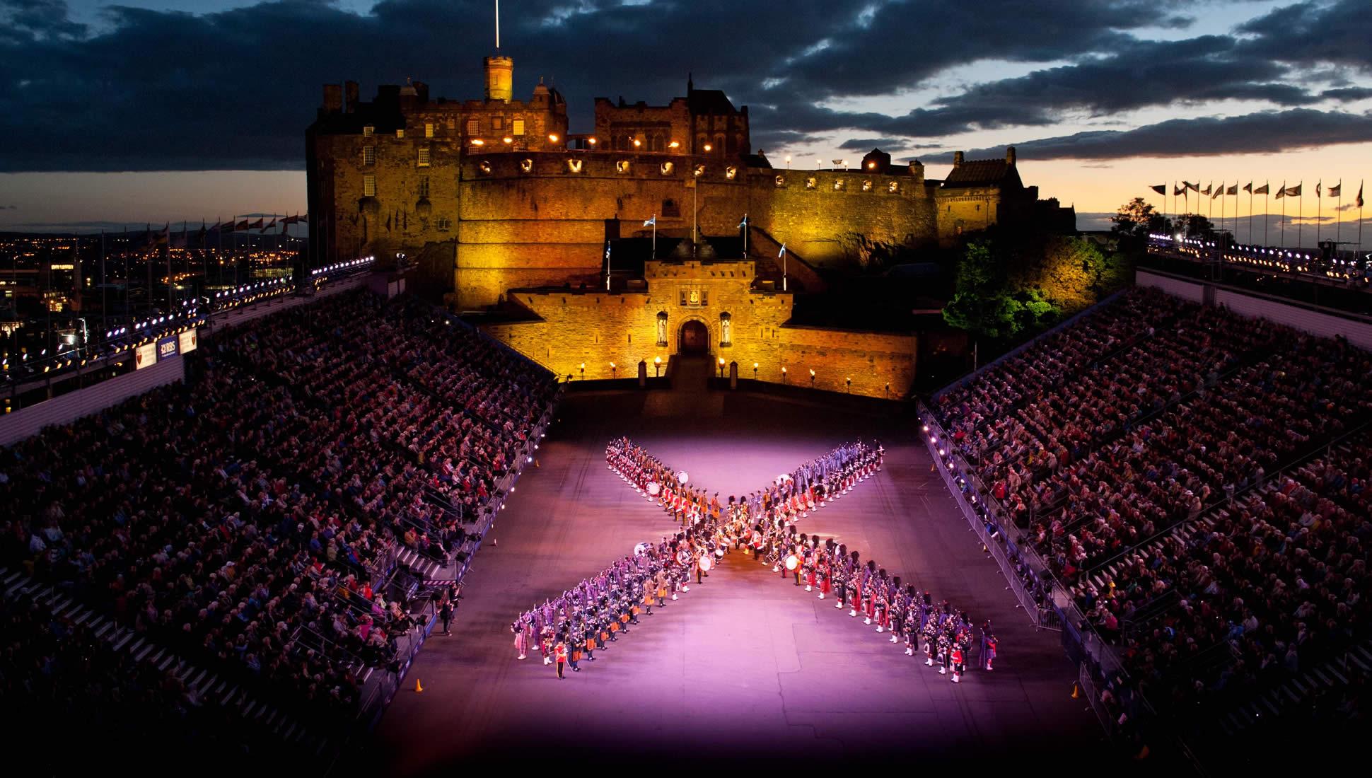 Actuación del Military Tattoo en la esplanada del castillo de Edimburgo
