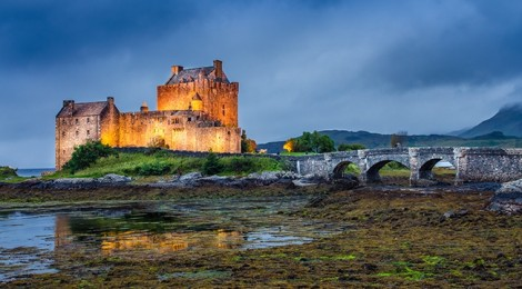 Castillo de Eilean Donan en Escocia al atardecer
