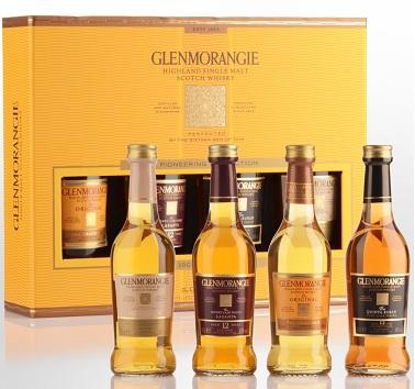 Pack de 4 botellas pequeñas de whisky que puedes comprar en Escocia