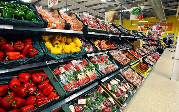 Sección de verduras en un supermercado en Escocia
