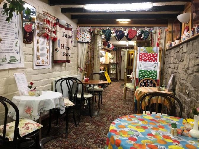 Coqueto interior del Forsyth's Tea Room en Edimburgo