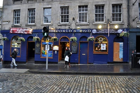 Pub The World's End en la Royal Mile de Edimburgo