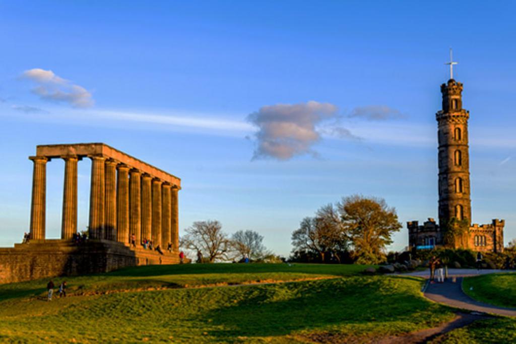 Edina tours tours a pie visitas guiadas en escocia for Oficina turismo edimburgo