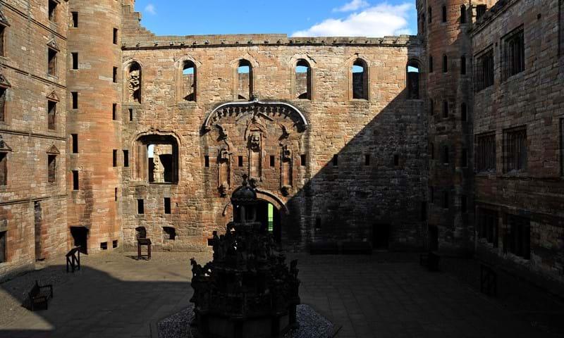 Patio interior del Palacio de Linlithgow, cerca de Edimburgo