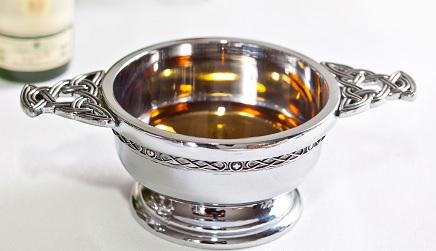 Quaich, tradicional contenedor de whisky escocés