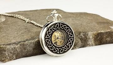 Reloj de bolsillo escocés con motivos celtas