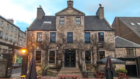 Fachada principal del pub Peartree en Edimburgo